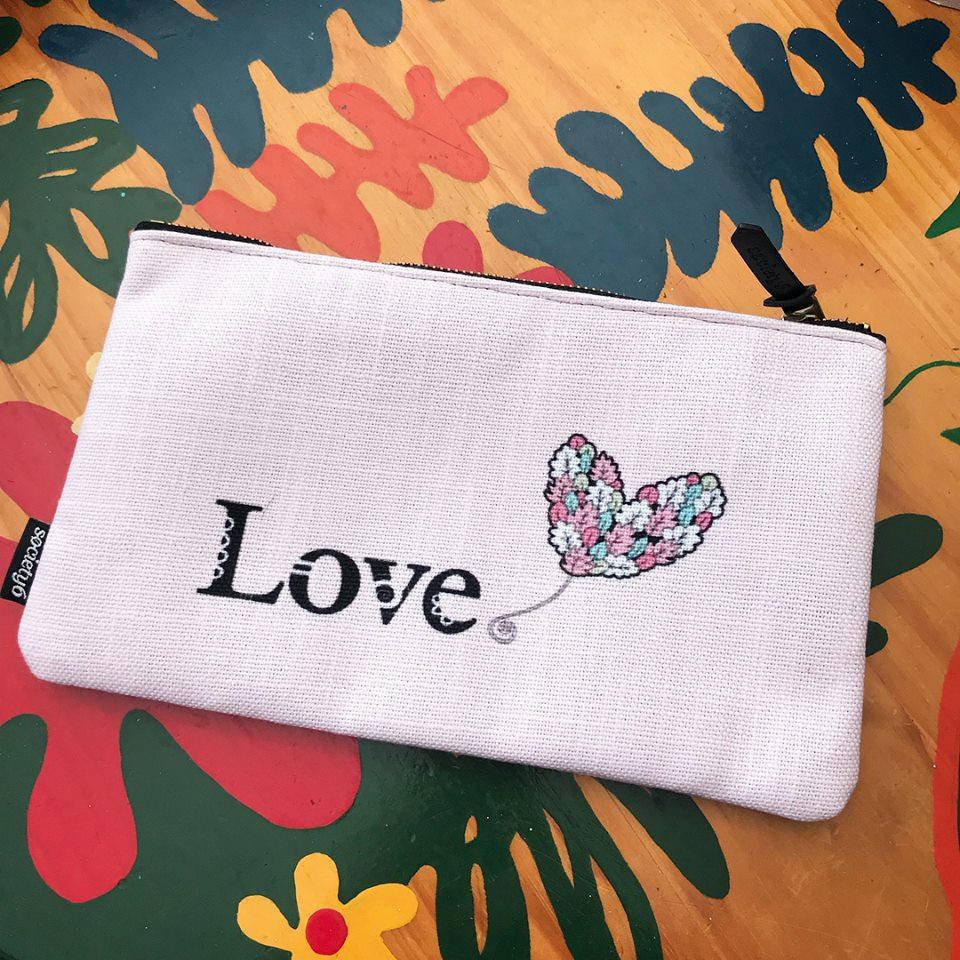 Tazi pouch-love
